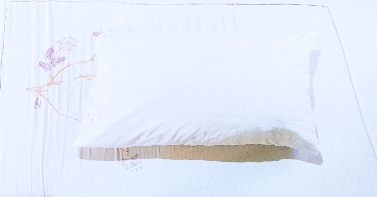 A clean bed and pillow that will let you see how to break the cycle of waking up in the middle of the night