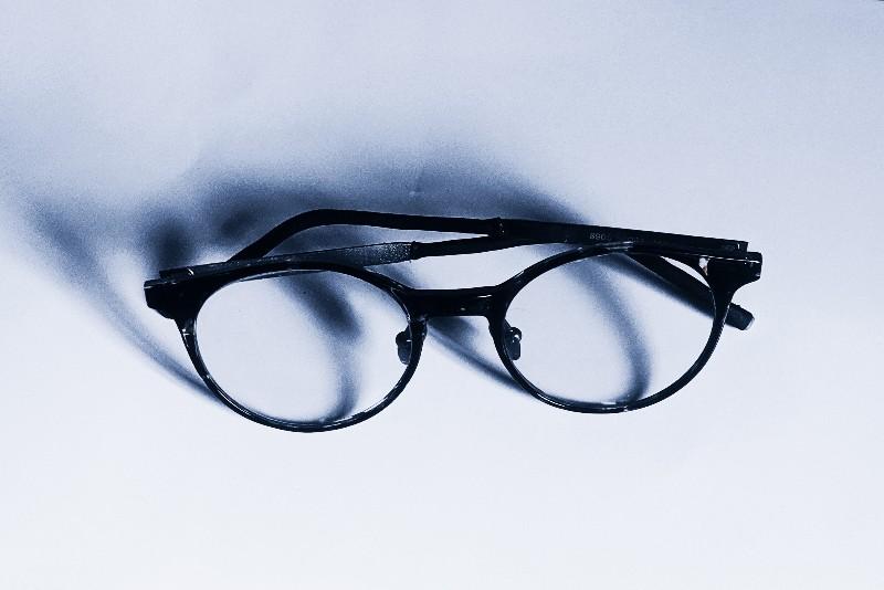 A photochromic glasses