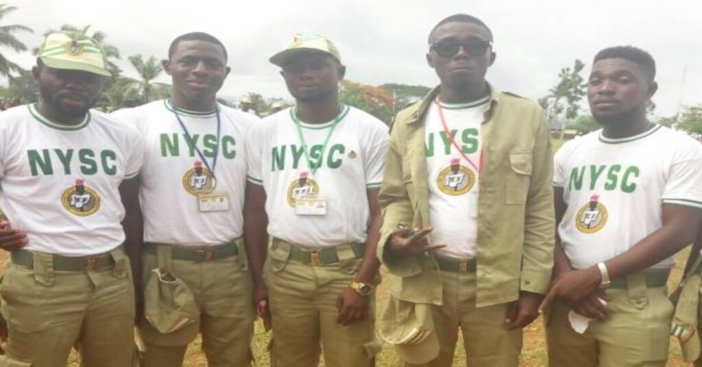 Five corps members taking a picture in the nysc camp
